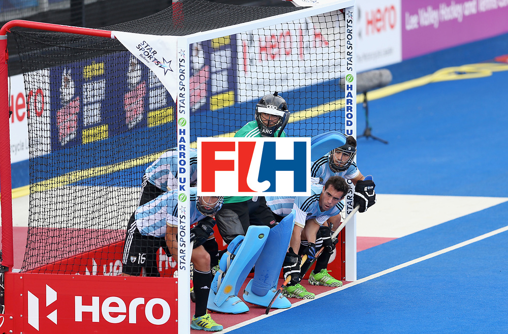 LONDON, ENGLAND - JUNE 25: Argentina defence await a penalty corner during the final match between Argentina and the Netherlands on day nine of the Hero Hockey World League Semi-Final at Lee Valley Hockey and Tennis Centre on June 25, 2017 in London, England. (Photo by Steve Bardens/Getty Images)