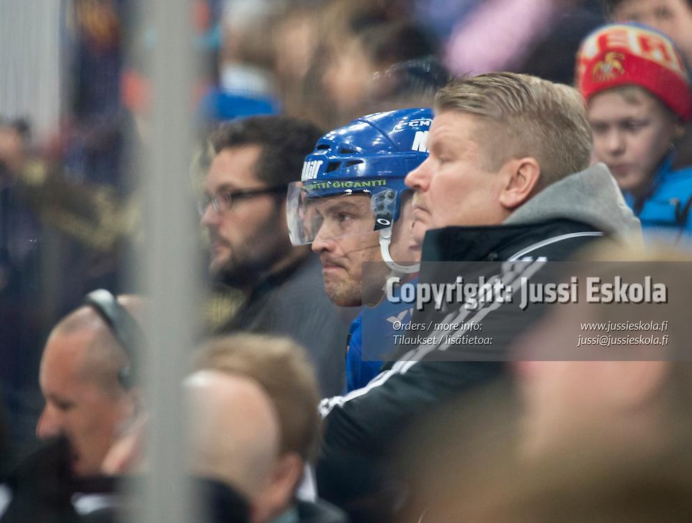 Jarkko Ruutu jäähyaitiossa 1. erässä. Jokerit - SaiPa. SM-liiga. 14.11.2013. Photo: Jussi Eskola