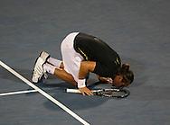Barclays Dubai Tennis Championships, ATP Tennis..Turnier, United Arab Emirates,V.A.E., Marcos Baghdatis (CYP) geht auf die Knie und kuesst den Boden nach seinem Sieg,Emotion...,Photo: Juergen Hasenkopf..