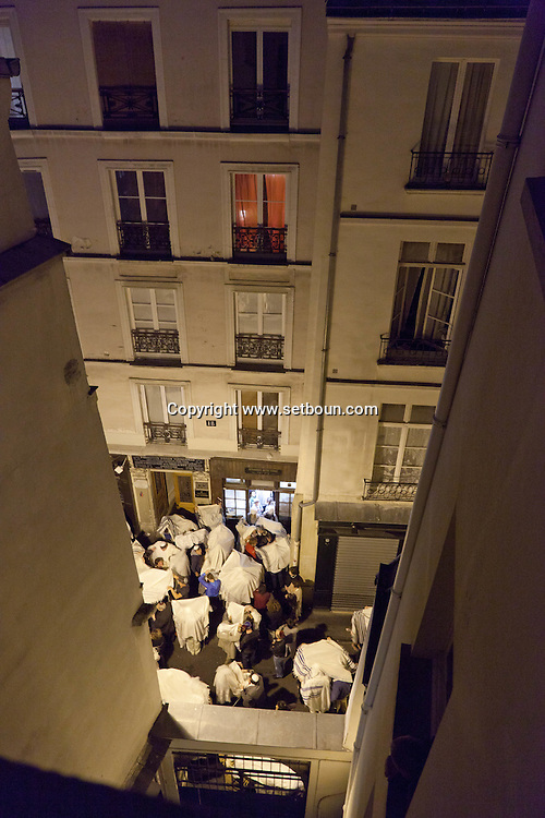 = end of kipour in the  synaguogue rue des ecouffes +