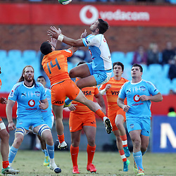 Bautista Delguy of the Jaguares and Handre Pollard (captain) of the Vodacom Bulls go for a high ball during the Super Rugby match between the Vodacom Bulls and the Jaguares at Loftus Versfeld,Pretoria,South Africa. 7,07,2018 (Photo by Steve Haag Jaguares)