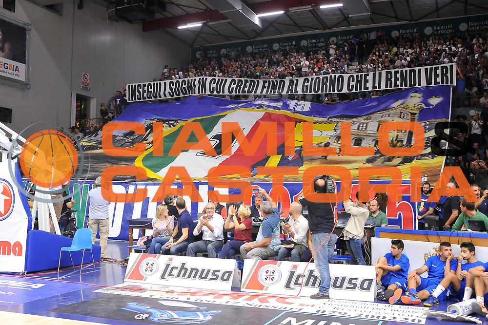 DESCRIZIONE : Beko Legabasket Serie A 2015- 2016 Dinamo Banco di Sardegna Sassari -Vanoli Cremona<br /> GIOCATORE : Ultras Commando Sassari<br /> CATEGORIA : Ultras Tifosi Spettatori Pubblico Coreografia Before Pregame<br /> SQUADRA : Dinamo Banco di Sardegna Sassari<br /> EVENTO : Beko Legabasket Serie A 2015-2016<br /> GARA : Dinamo Banco di Sardegna Sassari - Vanoli Cremona<br /> DATA : 04/10/2015<br /> SPORT : Pallacanestro <br /> AUTORE : Agenzia Ciamillo-Castoria/C.Atzori