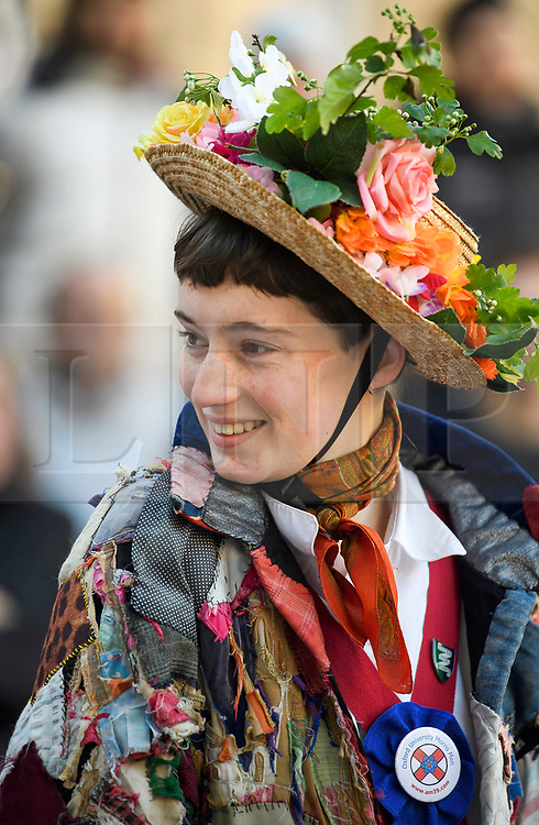 """© Licensed to London News Pictures. 01/05/2018. Oxford, UK. A Morris dancer in dress prepares to dance next to Hertford Bridge, often called """"the Bridge of Sighs""""  in Oxford, Oxfordshire as part of May Day celebrations. Students were again prevented from jumping from Magdalen Bridge in to the river, which has historically been a tradition, due to injuries at a previous years event . Photo credit: Ben Cawthra/LNP"""