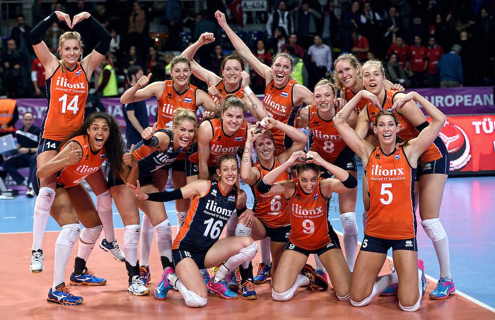 06-01-2016 TUR: European Olympic Qualification Tournament Turkije - Nederland, Ankara<br /> Nederland wint met 3-0 van Turkije / Nederland viert feest