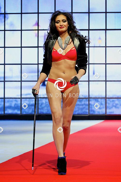 AMSTERDAM - Sapph Lingerie gaf een modeshow voorafgaand aan de schaatsshow van Holiday On Ice. Met op de foto de lingerie modellen van Saphh. FOTO LEVIN DEN BOER - PERSFOTO.NU