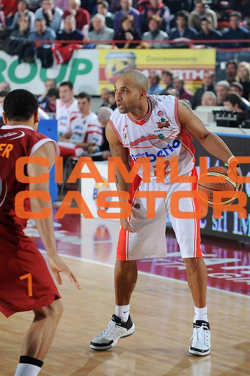 DESCRIZIONE : Varese Lega A 2009-10 Cimberio Varese Lottomatica Virtus Roma<br />GIOCATORE : Randolph Childress<br />SQUADRA : Cimberio Varese<br />EVENTO : Campionato Lega A 2009-2010 <br />GARA : Cimberio Varese Lottomatica Virtus Roma<br />DATA : 20/12/2009<br />CATEGORIA : palleggio<br />SPORT : Pallacanestro <br />AUTORE : Agenzia Ciamillo-Castoria/A.Dealberto<br />Galleria : Lega Basket A 2009-2010 <br />Fotonotizia : Varese Campionato Italiano Lega A 2009-2010 Cimberio Varese Lottomatica Virtus Roma<br />Predefinita :