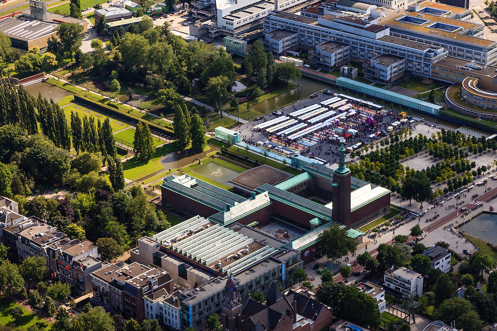 Nederland, Zuid-Holland, Rotterdam, 15-07-2012; Museumpark en Museum Booijmans van Beuningen..Swan Market XXL.The museum for modern arts Boijmans Van Beuningen in the Museum park.  luchtfoto (toeslag), aerial photo (additional fee required).foto/photo Siebe Swart