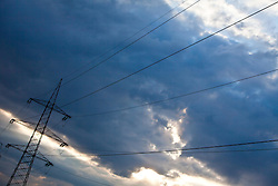 27.04.2011, Kaprun, AUT, Energie Feature, im Bild ein Strommasten (Überlandleitung), bei bewöktem Himmel, mit Sonnenstrahlen hindurch. Die Stromleitungen rund um Kaprun (Pinzgau, Salzburgerland), liefern Energie aus einem Wasserkraftwerk per Überlandleitungen  an die Kunden. // a power pole (landline) in bewöktem sky, with sun rays through. The power lines around Kaprun (Pinzgau, Salzburg), provide energy from a hydroelectric plant by transmission lines to customers, EXPA Pictures © 2011, PhotoCredit: EXPA/ J. Feichter