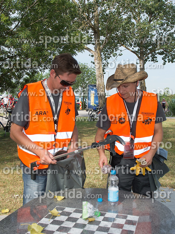 05.07.2015, Mörbisch, AUT, Österreich Radrundfahrt, 1. Etappe, Mörbisch nach Scheibbs, im Bild ARA Reinigungsteam // Wasteservice Team during the Tour of Austria, 1st Stage, from Mörbisch to Scheibbs, Mörbisch, Austria on 2015/07/05. EXPA Pictures © 2015, PhotoCredit: EXPA/ Reinhard Eisenbauer