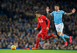 MANCHESTER, ENGLAND - Saturday, November 21, 2015: Liverpool's Roberto Firmino in action against Manchester City during the Premier League match at the City of Manchester Stadium. (Pic by David Rawcliffe/Propaganda)