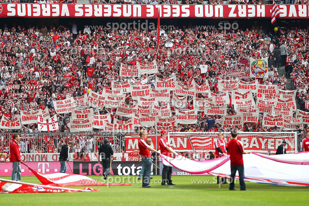 14.05.2011, Allianz Arena, Muenchen, GER, 1.FBL, FC Bayern Muenchen vs VfB Stuttgart, im Bild  Fanaktion, EXPA Pictures © 2011, PhotoCredit: EXPA/ nph/  Straubmeier       ****** out of GER / SWE / CRO  / BEL ******