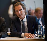 DEU, Deutschland, Germany, Berlin, 09.10.2018: Olav Gutting (MdB, CDU) vor Beginn der Fraktionssitzung der CDU/CSU. Gutting bewirbt sich um einen Posten als Vize-Vorsitzender der Unionsfraktion.