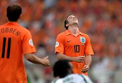 16-06-2006 VOETBAL: FIFA WORLD CUP: NEDERLAND - IVOORKUST: STUTTGART <br /> Oranje won in Stuttgart ook de tweede groepswedstrijd. Nederland versloeg Ivoorkust met 2-1 / Rafael van der Vaart<br /> ©2006-WWW.FOTOHOOGENDOORN.NL