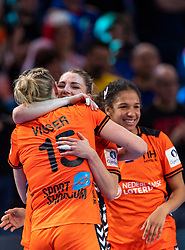 16-12-2018 FRA: Women European Handball Championships bronze medal match, Paris<br /> Romania - Netherlands 20-24, Netherlands takes the bronze medal / Maura Visser #15 of Netherlands, Nycke Groot #17 of Netherlands and in the background Delaila Amega #14 of Netherlands