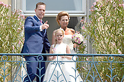 Bruiloft Rob Geus en Suzanne Ozek op Kasteel de Hoogenweerth in Maastricht<br /> <br /> Op de foto:  Rob Geus met zijn partner Suzanne Ozek en zijn dochter