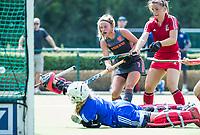 St.-Job-In 't Goor / Antwerpen -  Nederland Jong Oranje Dames (JOD) - Groot Brittannie (7-2). Pien Dicke belaagt Louisa Bray (GB) . rechts Beth Bingham (GB)  . COPYRIGHT  KOEN SUYK