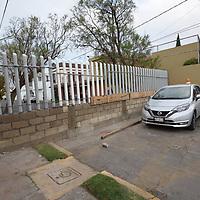 TOLUCA, México.- (Marzo 06, 2018).- Vecinos de Residencial Colón y Colonia Ciprés cerraron la circulación vehicular de dos calles  por problemas de inseguridad en la zona,  construyendo dos bardas en las calles de Ciprés y Cedro. Agencia MVT / Crisanta Espinosa.