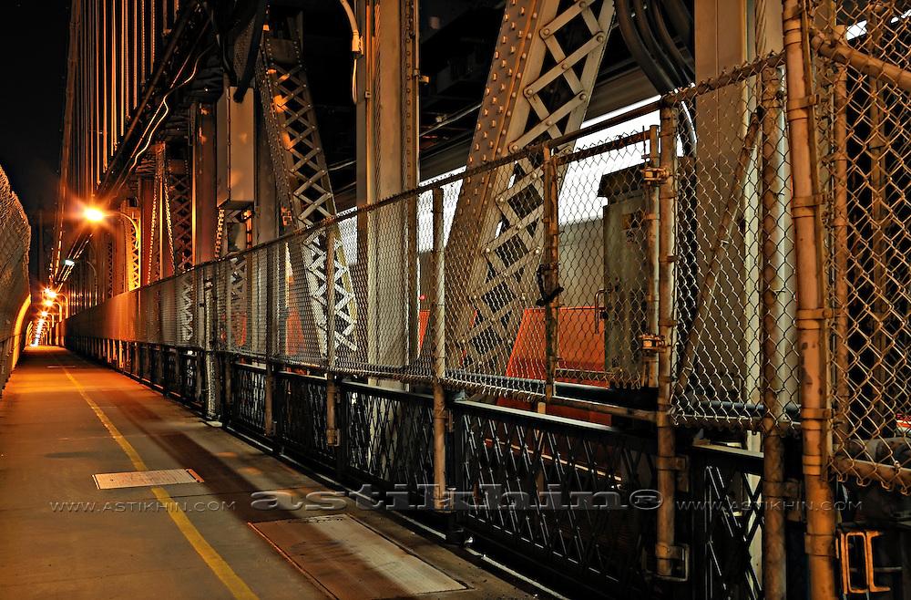 Train on Manhattan Bridge at night