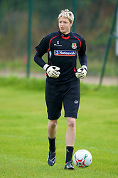 WREXHAM, WALES - Monday, August 18, 2008: Wales' goalkeeper Wayne Hennesey training at Colliers Park ahead of their UEFA European U21 Championship Group 10 Qualifying match against Romania. (Photo by David Rawcliffe/Propaganda)