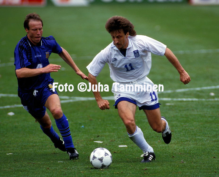 FIFA World Cup - USA 1994.N?stor Roberto Sensini (Argentina) v Nikos Tsiantakis (Greece).©JUHA TAMMINEN