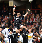 2005/06 Guinness Premiership Rugby, Saracens vs Leeds Tykes, Saracen's Kris Chesney redirects the line out ball. Vicarage Road, Watford, ENGLAND: Sunday 11.09.2005.   © Peter Spurrier/Intersport Images - email images@intersport-images..   [Mandatory Credit, Peter Spurier/ Intersport Images].