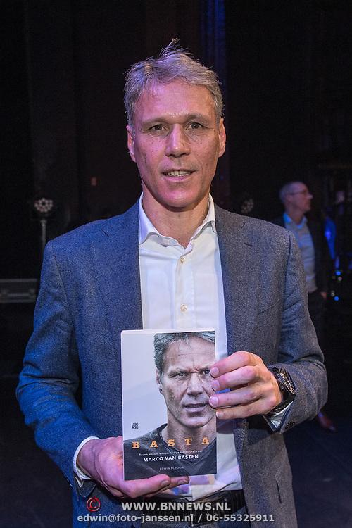 NLD/Amsterdam/20191202 - Boekpresentatie biografie Marco van Basten, Marco van Basten met zijn biografie