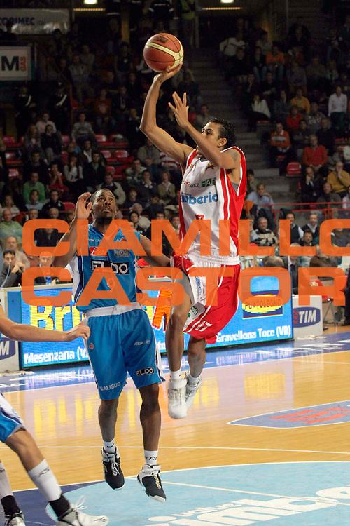 DESCRIZIONE : Varese Lega A1 2007-08 Cimberio Varese Eldo Napoli<br /> GIOCATORE : Romel Beck<br /> SQUADRA : Cimberio Varese<br /> EVENTO : Campionato Lega A1 2007-2008<br /> GARA : Cimberio Varese Eldo Napoli<br /> DATA : 04/11/2007<br /> CATEGORIA : Tiro<br /> SPORT : Pallacanestro<br /> AUTORE : Agenzia Ciamillo-Castoria/G.Cottini<br /> Galleria : Lega Basket A1 2007-2008<br /> Fotonotizia : Varese Campionato Italiano Lega A1 2007-2008 Cimberio Varese Eldo Napoli<br /> Predefinita :