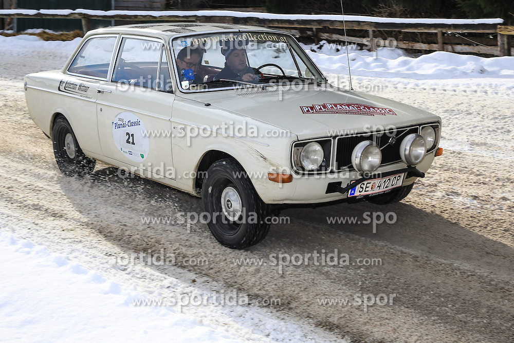 03.01.2015, Groebming, AUT, Planai-Classic 2015, Sonderpruefung Trabrennbahn Groebming, im Bild Rudi Roubinek und Guenther Schrems (AUT), Volvo 142, Bj. 1968 // during the Planai-Classic 2015 in Groebming, Austria on 2015/01/03. EXPA Pictures © 2015, PhotoCredit: EXPA / Martin Huber