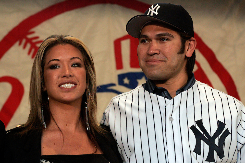 Johnny Damon and his wife Michelle arive at apress confrence introducing him to the New York Media New York. Friday 23 December 2005 Andrew Gombert for the Boston Globe