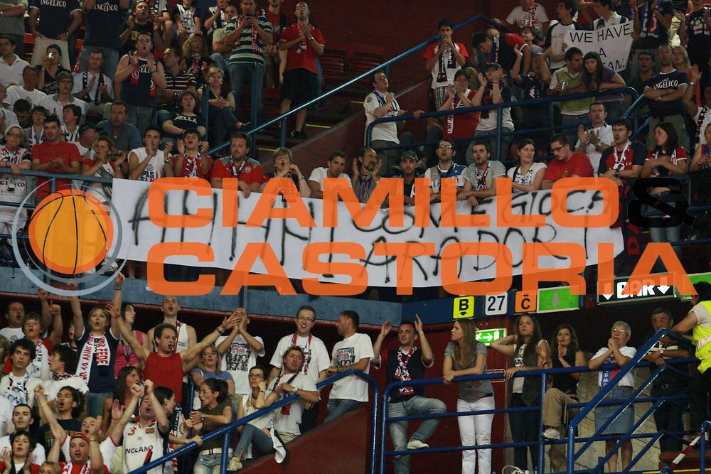 DESCRIZIONE : Milano Lega A 2008-09 Playoff Semifinale Gara 3 Armani Jeans Milano Angelico Biella<br /> GIOCATORE : Tifosi<br /> SQUADRA : Angelico Biella<br /> EVENTO : Campionato Lega A 2008-2009 <br /> GARA : Armani Jeans Milano Angelico Biella<br /> DATA : 02/06/2009<br /> CATEGORIA : Tifosi<br /> SPORT : Pallacanestro <br /> AUTORE : Agenzia Ciamillo-Castoria/S.Ceretti