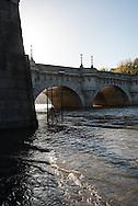 France. Paris on the quay des orfevres, city island, the seine . flood / le quai des orfevres sous les eaux