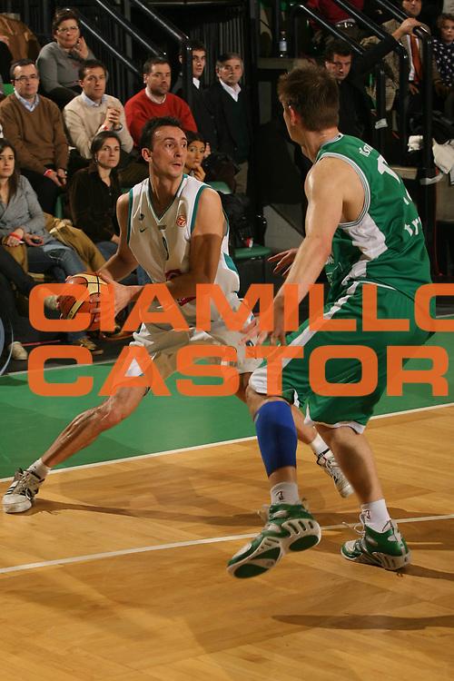 DESCRIZIONE : Treviso Eurolega 2006-07 Benetton Treviso Pau Orthez <br /> GIOCATORE : Ferchaud  <br /> SQUADRA : Pau Orthez <br /> EVENTO : Eurolega 2006-2007 <br /> GARA : Benetton Treviso Pau Orthez <br /> DATA : 24/01/2007 <br /> CATEGORIA : Passaggio <br /> SPORT : Pallacanestro <br /> AUTORE : Agenzia Ciamillo-Castoria/M.Marchi