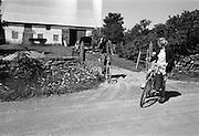 Ester och Herman ger sig ut på cykeltur.