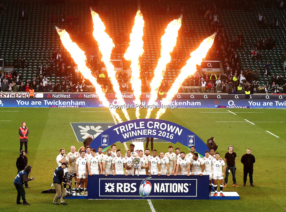 RBS 6 Nations Championship Round 4, Twickenham Stadium, London, England 12/3/2016<br /> England vs Wales<br /> The England team celebrate winning the Triple Crown<br /> Mandatory Credit &copy;INPHO/James Crombie