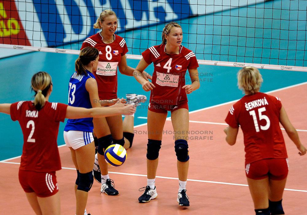 26-09-2007 VOLLEYBAL: EUROPEES KAMPIOENSCHAP: TSJECHIE - NEDERLAND: HASSELT <br /> Nederland wint met 3-0 van Tsjechie / Helena Horka, Tereza Matuszkova en Milada Spalova<br /> &copy;2007:WWW.FOTOHOOGENDOORN.NL