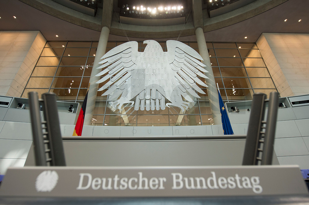 17 OCT 2013, BERLIN/GERMANY:<br /> Rednerpult und Bundesadler, Plenum, Deutscher Bundestag<br /> IMAGE: 20131017-01-005<br /> KEYWORDS: Plenarsaal