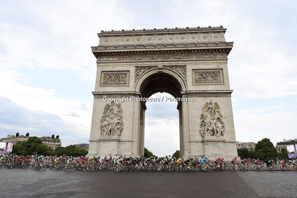 Illustration<br /> Tour de France Paris<br /> Champs Elysees<br /> Arc de Triomphe