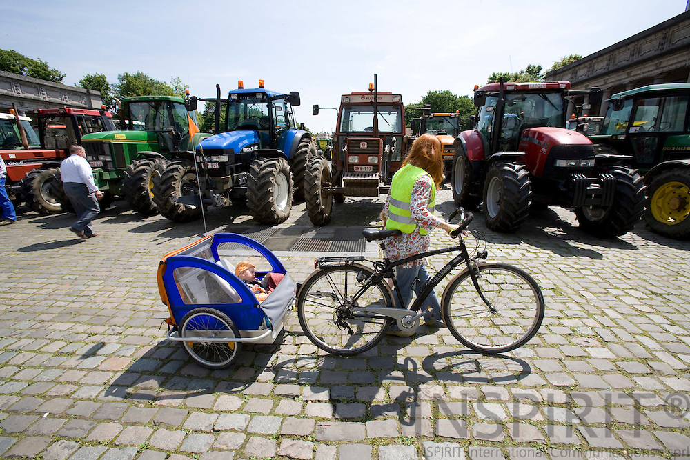 BRUSSELS - BELGIUM - 18 JUNE 2008 -- Hundreds of Farmers from belgian Wallonia went with their tractors to brussels to protest against high fuel cost the day before an EU summit to push leaders for help coping with skyrocketing fuel prices. Here a mother with her small children and her bicycle.  Photo: Erik Luntang