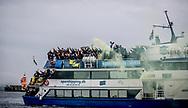FODBOLD: Brøndby-fans kommer sejlende til kampen i ALKA Superligaen mellem FC Helsingør og Brøndby IF den 22. oktober 2017 på Helsingør Stadion. Foto: Claus Birch