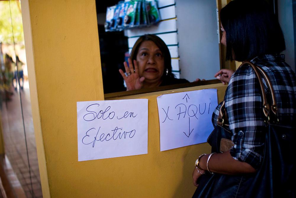 Farmacia sin servicio electrico en la Urbanizacion Nueva Casarapa, Guarenas, Estado Miaranda en donde se aprecia la falta del servicio electrico 13-01-2010. Photography by Aaron Sosa