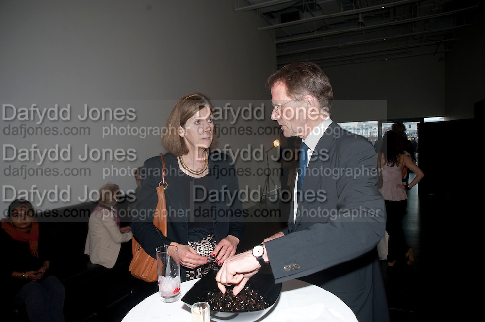 BRETT ROGERS; SIR NICHOLAS SEROTA, Exposed: Voyeurism, Surveillance and the Camera<br /> Tate Modern, London. OPENING AND DINNER.- 26 MAY 2010.  -DO NOT ARCHIVE-© Copyright Photograph by Dafydd Jones. 248 Clapham Rd. London SW9 0PZ. Tel 0207 820 0771. www.dafjones.com.