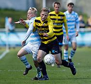 FODBOLD: Mads Aaquist (FC Helsingør) kæmper med Björn Kopplin (Hobro IK) under kampen i NordicBet Ligaen mellem FC Helsingør og Hobro IK den 23. april 2017 på Helsingør Stadion. Foto: Claus Birch