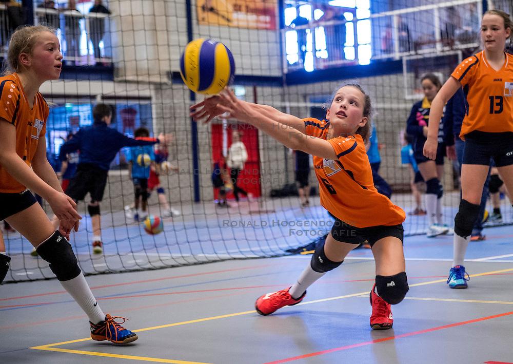 18-02-2017 NED:  Halve Finale NJOK, Houten<br /> In sporthal de kruisboog worden de wedstrijden gespeeld door CMV meisjes en jongens / Rivo