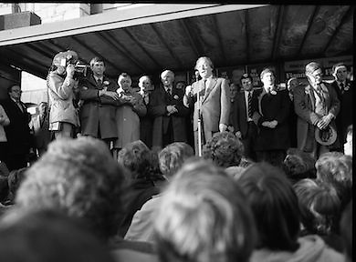 Charles Haughey Campaigning in Tullamore/Portlaioise.1982.14.02.1982.02.14.1982.14th February 1982.Mr C.J.Haughey on the campaign trail in the Tullamore / Portlaoise constituency