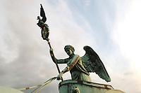 21 JUN 2002, BERLIN/GERMANY:<br /> Die Quadriga auf dem Brandenburger Tor im Detail<br /> IMAGE: 20020621-03-102<br /> KEYWORDS: Denkmal, Pferd, Sehenswuerdigkeit, Sehenswürdigkeit