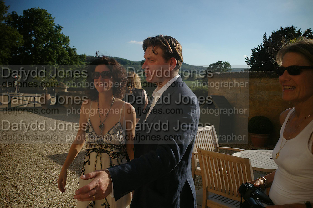Mollie Dent-Brocklehurst and Duncan Ward. Mollie Dent-Brocklehurst and Vanity Fair host  the opening of 'Vertigo'  a mixed art exhibition at Sudeley Castle. Winchombe, Gloucestershire. 18 June 2005. ONE TIME USE ONLY - DO NOT ARCHIVE  © Copyright Photograph by Dafydd Jones 66 Stockwell Park Rd. London SW9 0DA Tel 020 7733 0108 www.dafjones.com