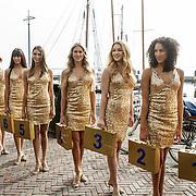 NLD/Volendam/20150305 - Winston Gerschtanowitz onthult grootste 100%NL Magazine aller tijden, modellen