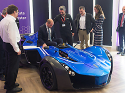 Prinz William und Herzogin Catherine besuchen das National Graphene Institute an der Universit‰t in Manchester / 141016 ***MANCHESTER UK 14TH OCTOBER 2016:  Prince William, The Duke of Cambridge and Catherine, The Duchess of Cambridge visit The Manchester Engineering Campus Development at the University of Manchester where Prince William sat in a BAC Mono car 14th October 2016
