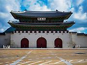 SEOUL, SOUTH KOREA: The Gwanghwamun gate that is the entrance to Gyeongbokgung, the largest palace in Seoul.      PHOTO BY JACK KURTZ
