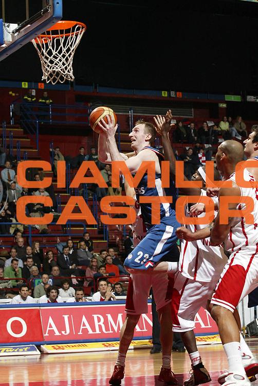 DESCRIZIONE : Milano Eurolega 2005-06 Armani Jeans Olimpia Milano Cibona Zagabria<br /> GIOCATORE : Perincic<br /> SQUADRA : Cibona Zagabria<br /> EVENTO : Eurolega 2005-2006<br /> GARA : Armani Jeans Olimpia Milano Cibona Zagabria<br /> DATA : 18/01/2006<br /> CATEGORIA : Tiro <br /> SPORT : Pallacanestro<br /> AUTORE : Agenzia Ciamillo-Castoria/G.Cottini<br /> Galleria : Eurolega 2005-2006<br /> Fotonotizia : Milano Eurolega 2005-2006 Armani Jeans Olimpia Milano Cibona Zagabria<br /> Predefinita :